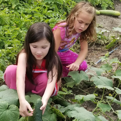 2019-08 Community Garden - Chloe, Abigail